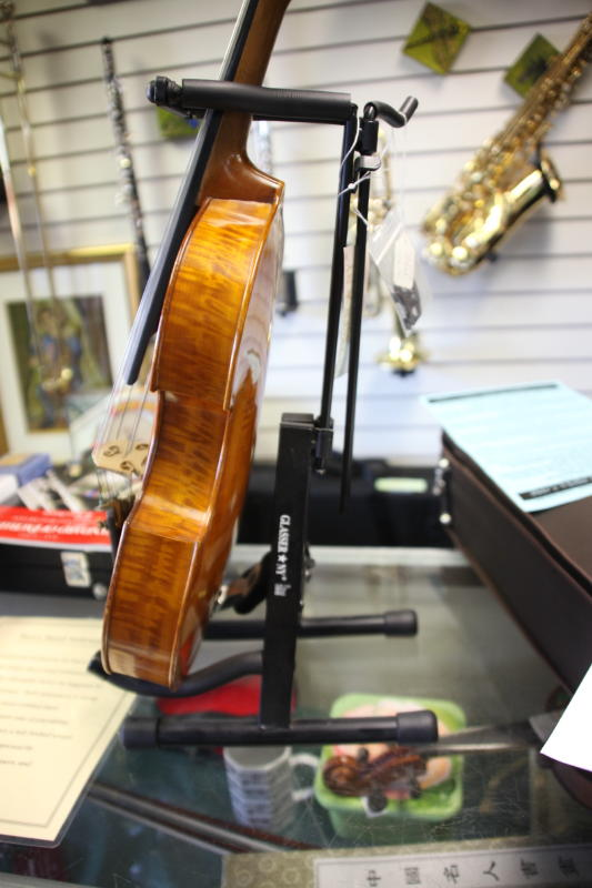 Looking for violins in Anchorage, Alaska? Come to Petr\'s Violins Shop. Family owned and operated for over 30 years.